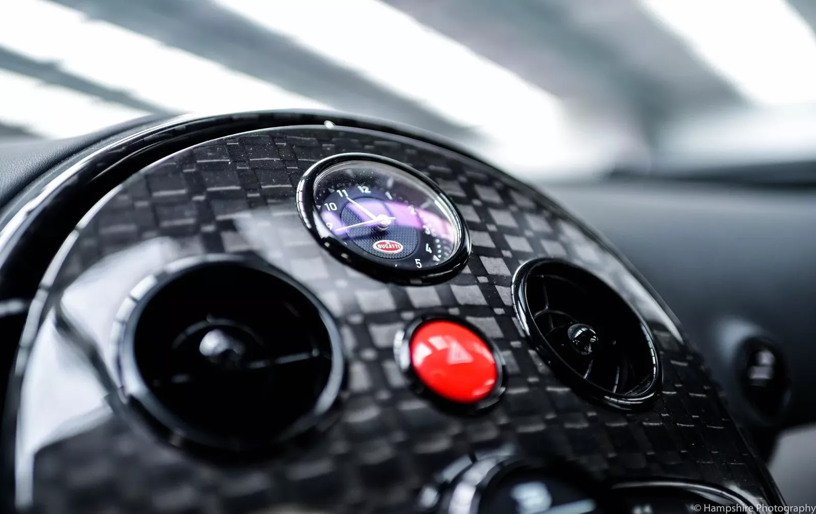 Bugatti_Veyron_Vivere_by_Mansory_11
