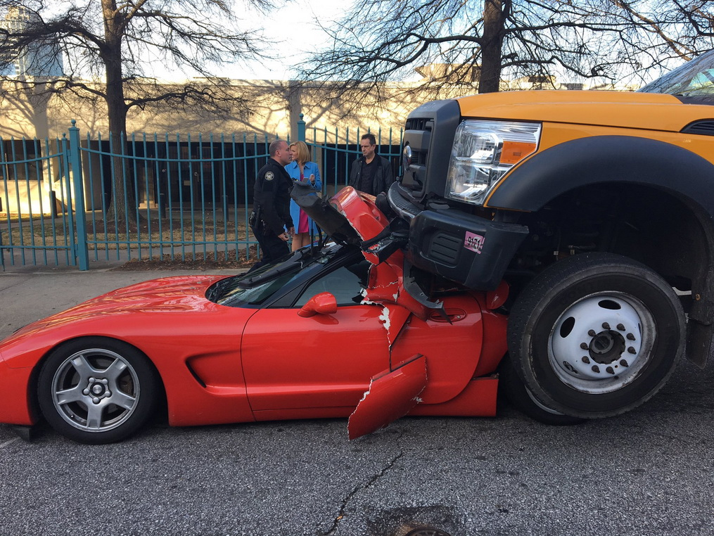 crash-truck-corvette-2