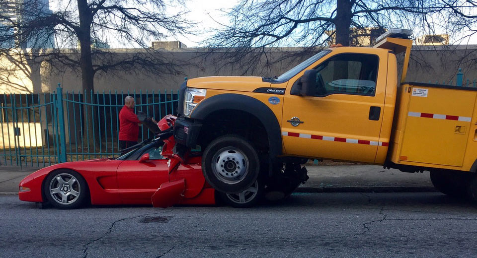 crash-truck-rolls-on-vette-4