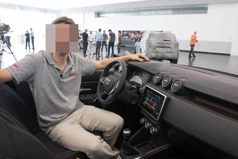 Dacia Duster 2018 Interior (2)