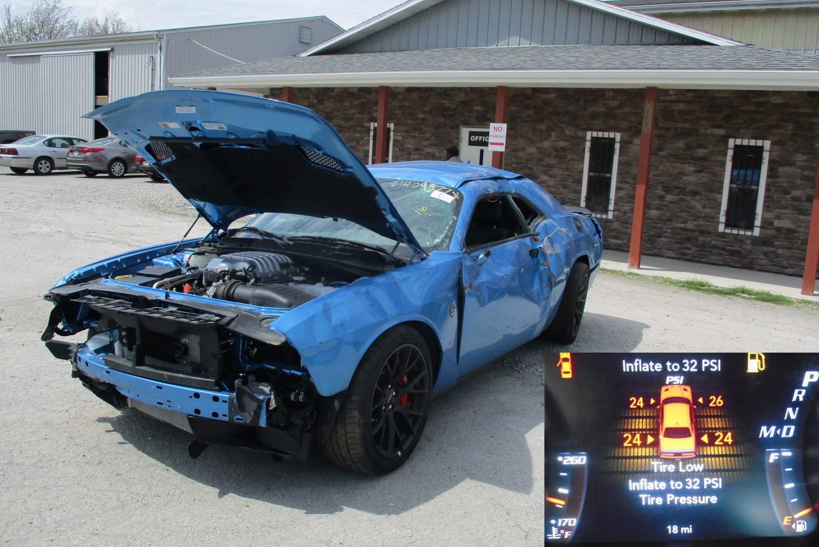 Dodge Challenger Hellcat crashed (1)