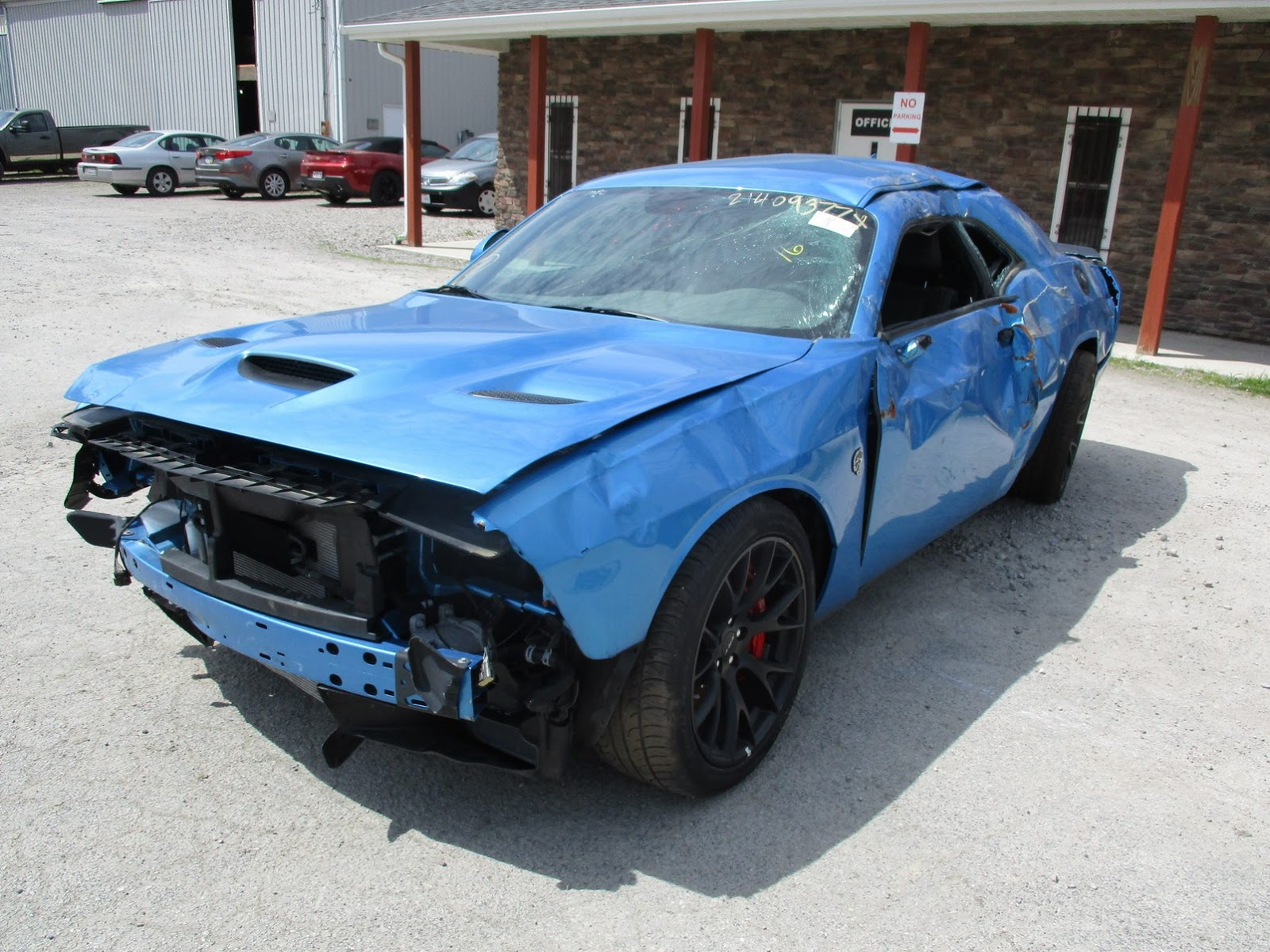 Dodge Challenger Hellcat crashed (5)