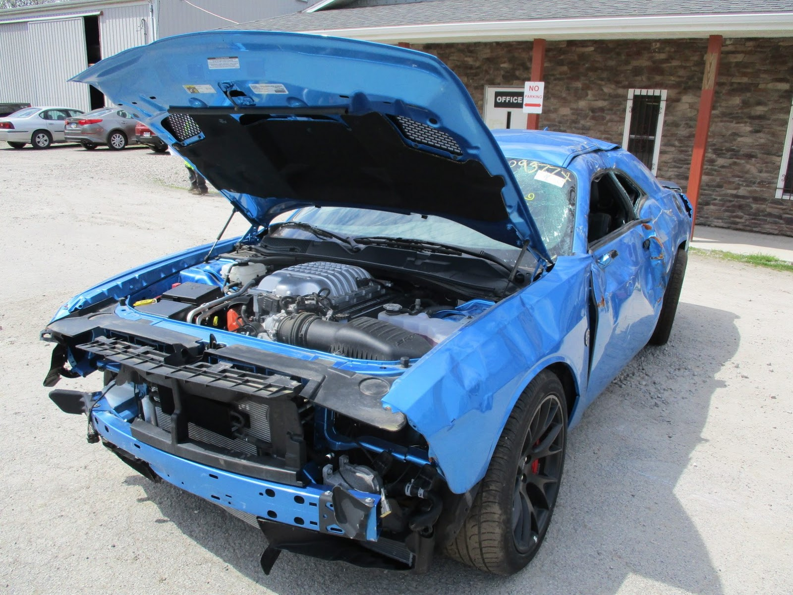 Dodge Challenger Hellcat crashed (6)