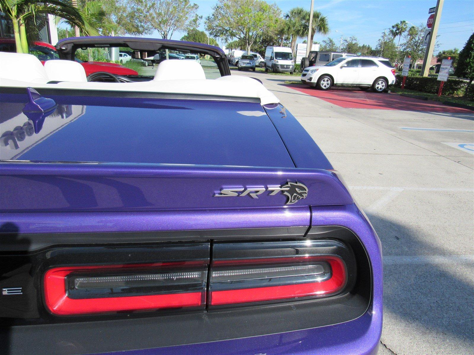 Dodge Challenger SRT Hellcat Convertible (11)