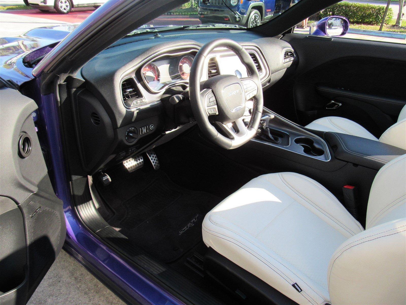 Dodge Challenger SRT Hellcat Convertible (33)