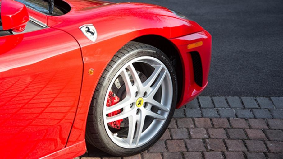 Donald_Trump_Ferrari_F430_07