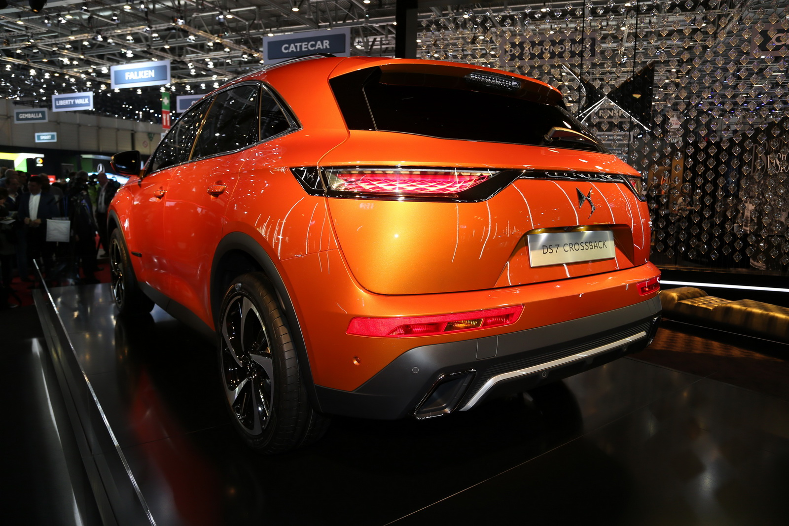 DS7-Crossback-02
