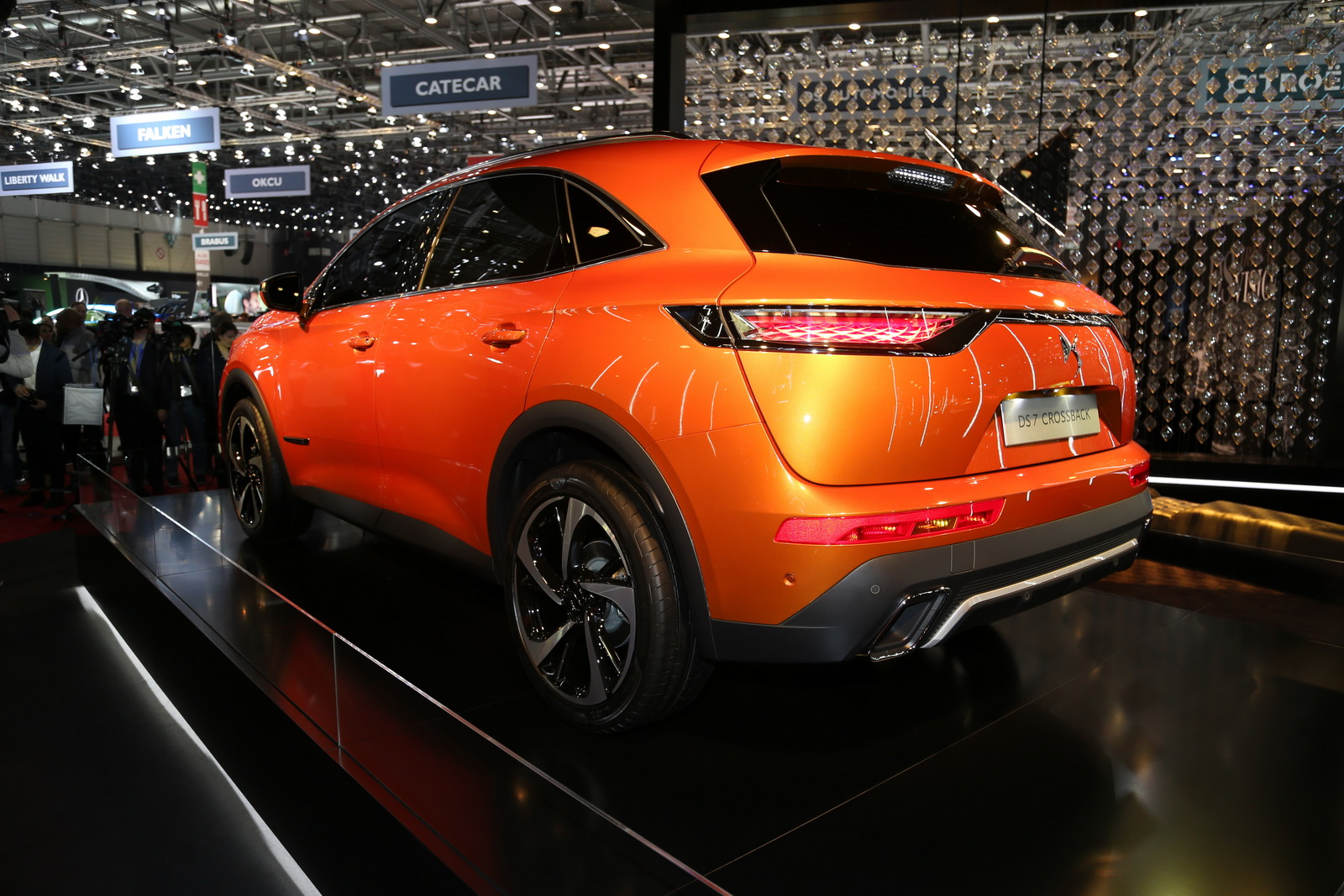 DS7-Crossback-04