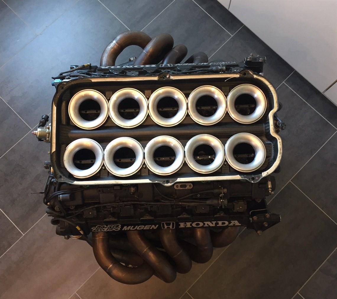 F1 V10 Mugen-Honda MF-35102