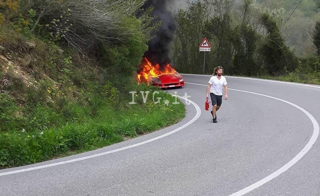 ferrari-a-fuoco-incendio-villanova-393317
