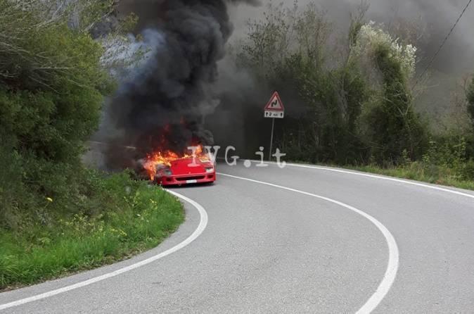 ferrari-f40-a-fuoco-a-villanova-393310