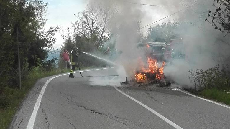 ferrari-fuoco-villanova-f40-incendio-393276