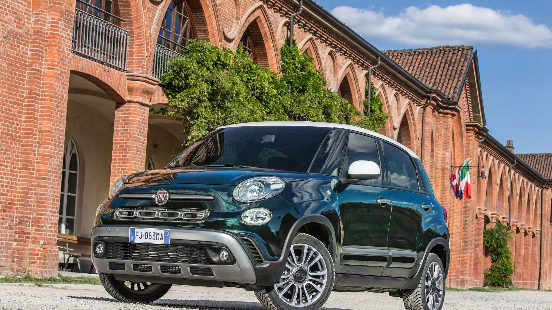 2018_Fiat_500L_cross_facelift_01