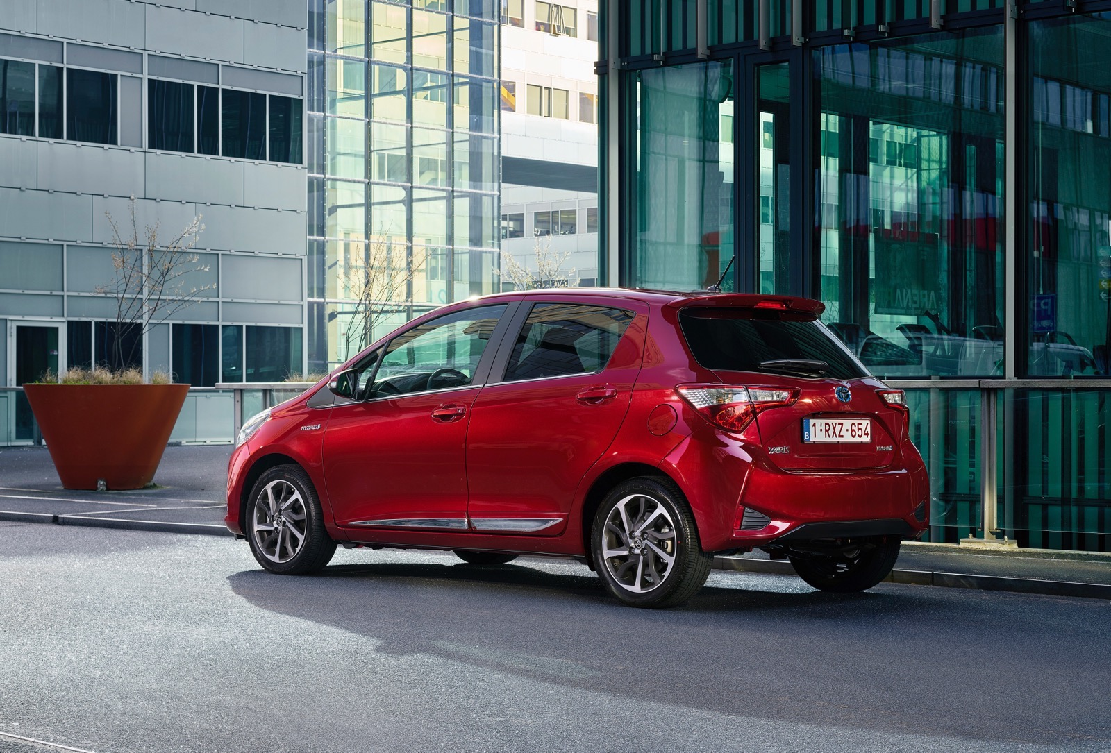 First_Drive_2017_Toyota_Yaris_123