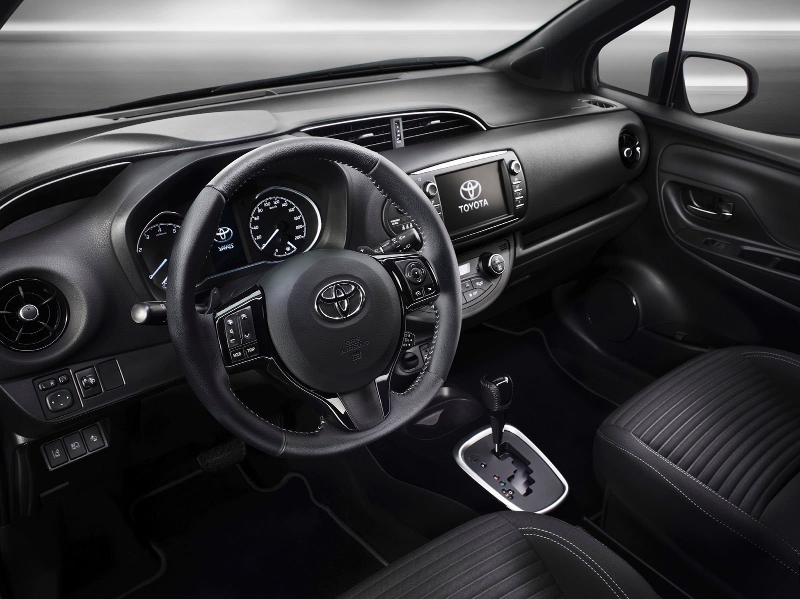 First_Drive_2017_Toyota_Yaris_143