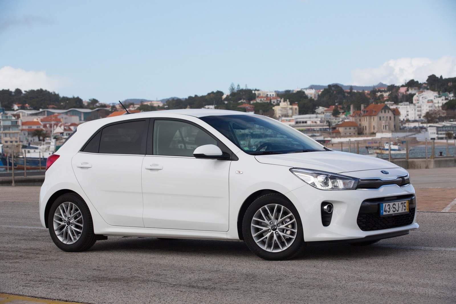 First_Drive_Kia_Rio_white_02