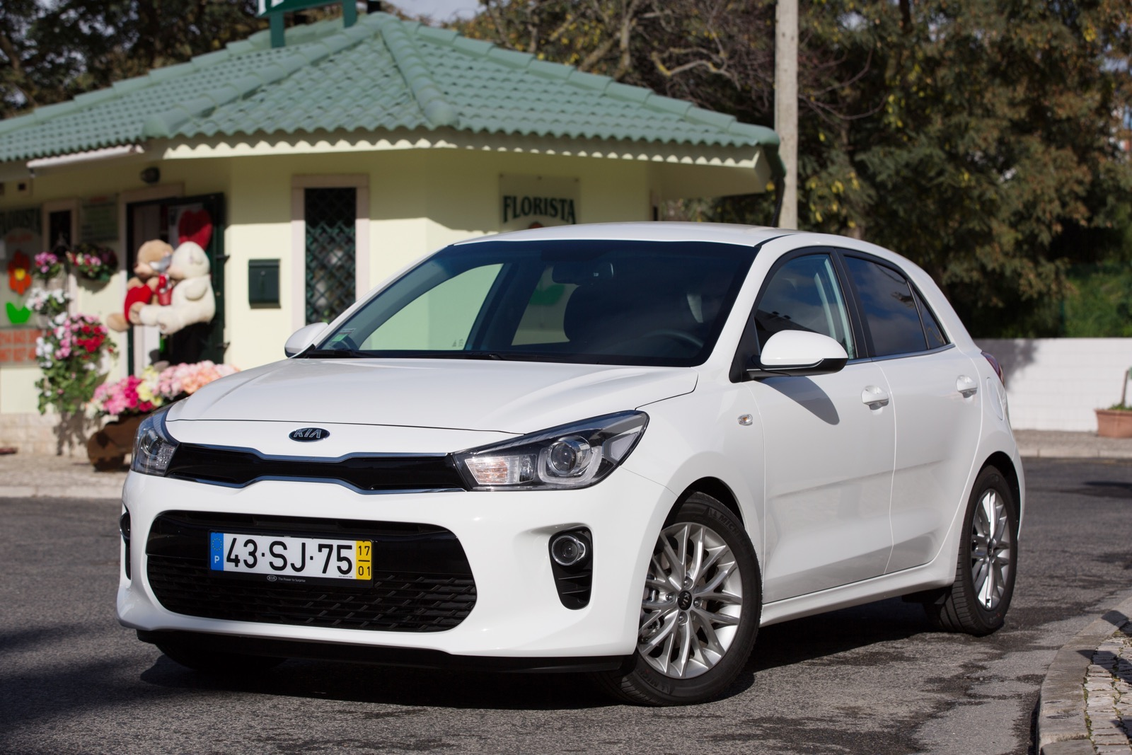 First_Drive_Kia_Rio_white_05