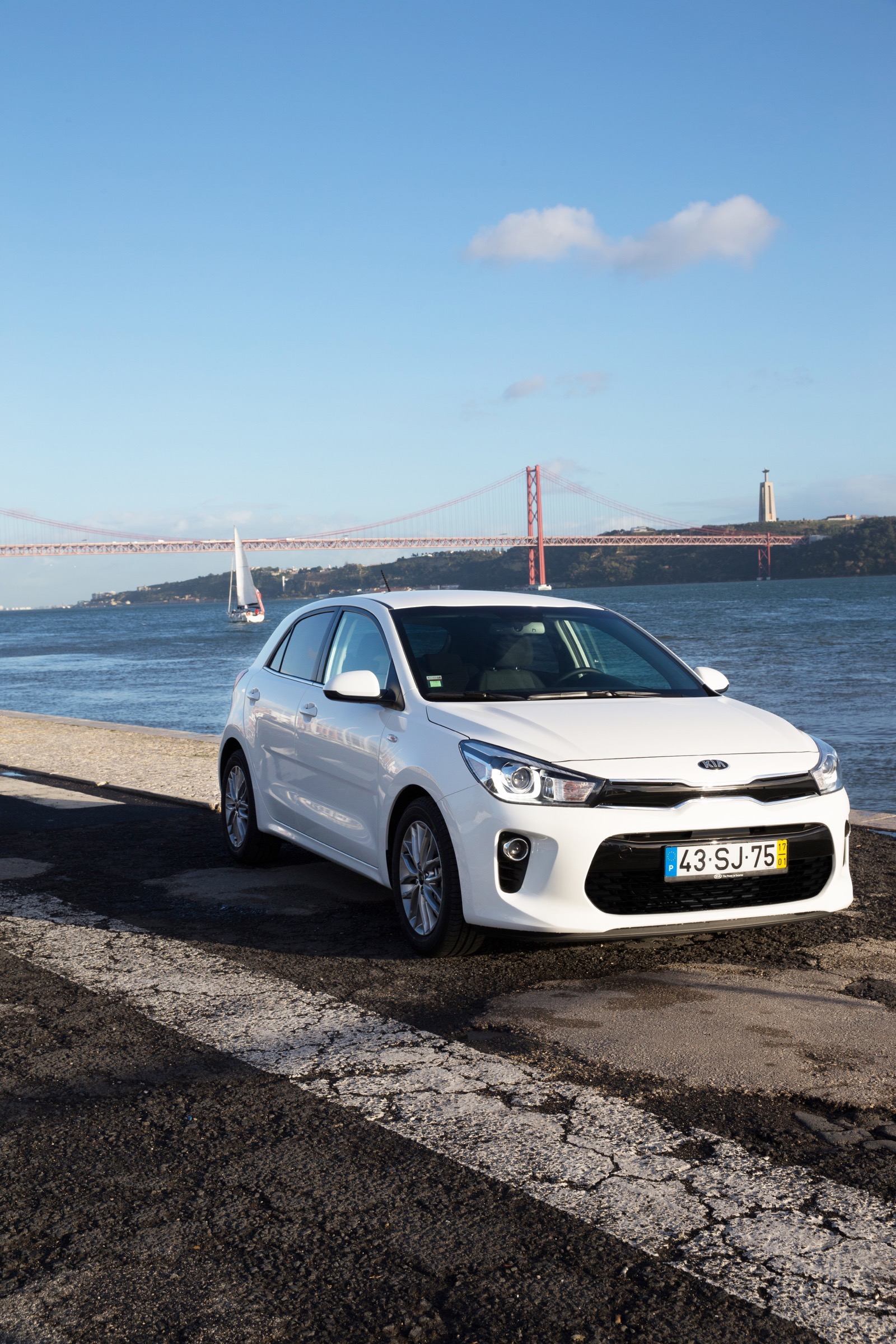 First_Drive_Kia_Rio_white_09