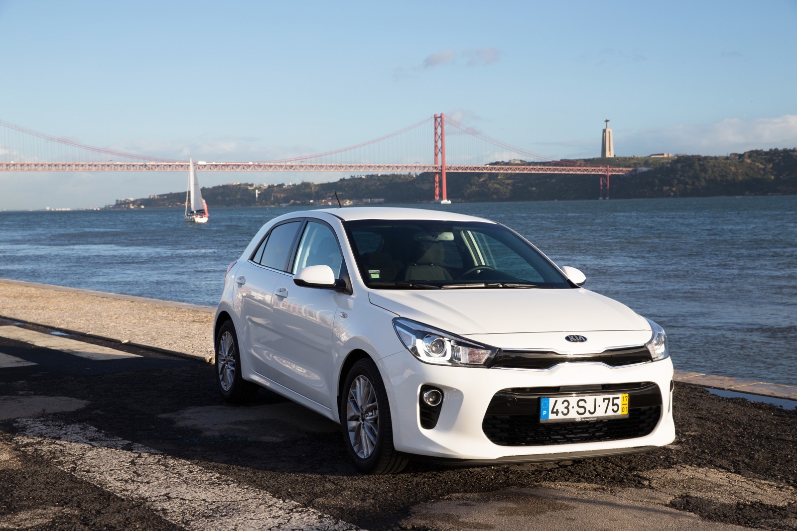First_Drive_Kia_Rio_white_10