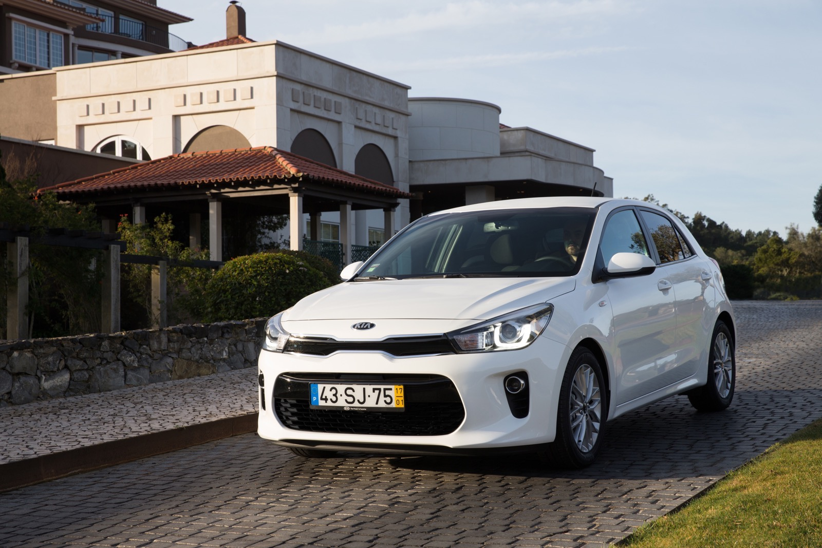 First_Drive_Kia_Rio_white_11