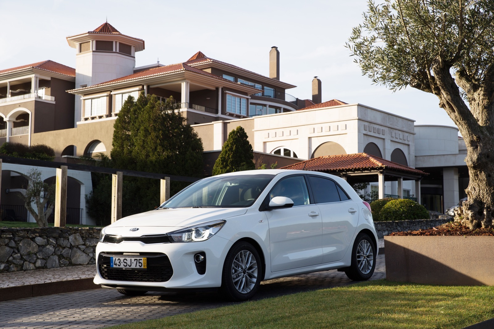 First_Drive_Kia_Rio_white_12