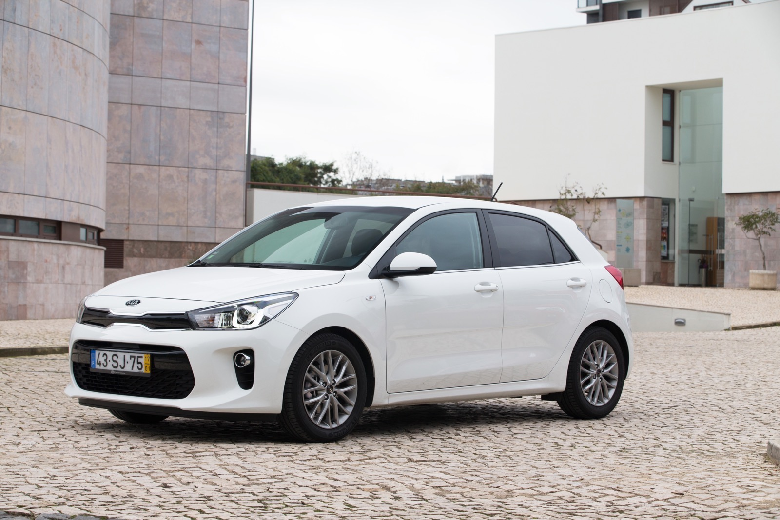 First_Drive_Kia_Rio_white_13