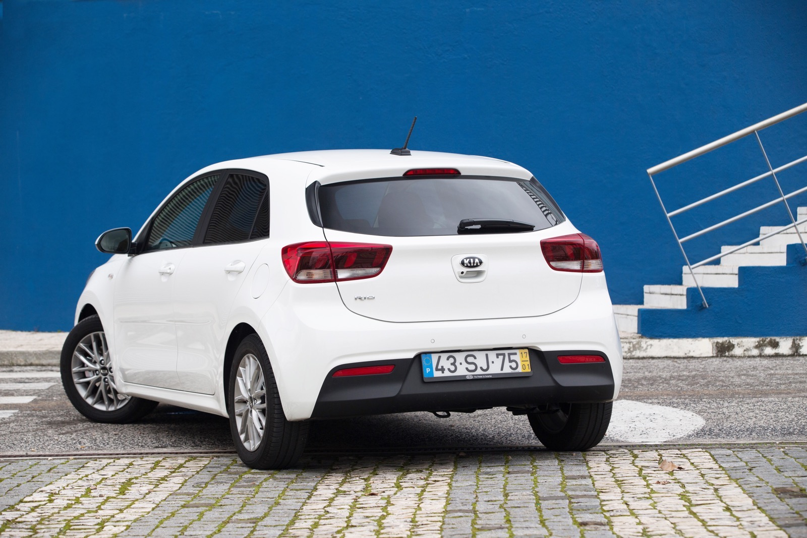 First_Drive_Kia_Rio_white_14