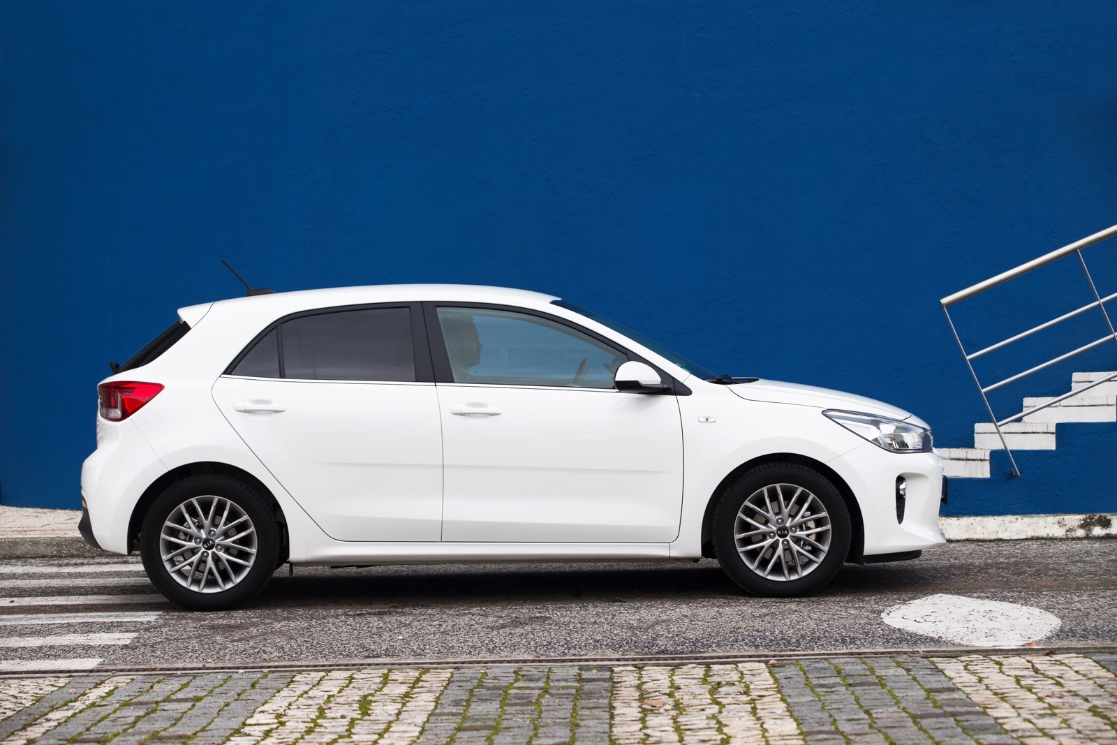 First_Drive_Kia_Rio_white_15