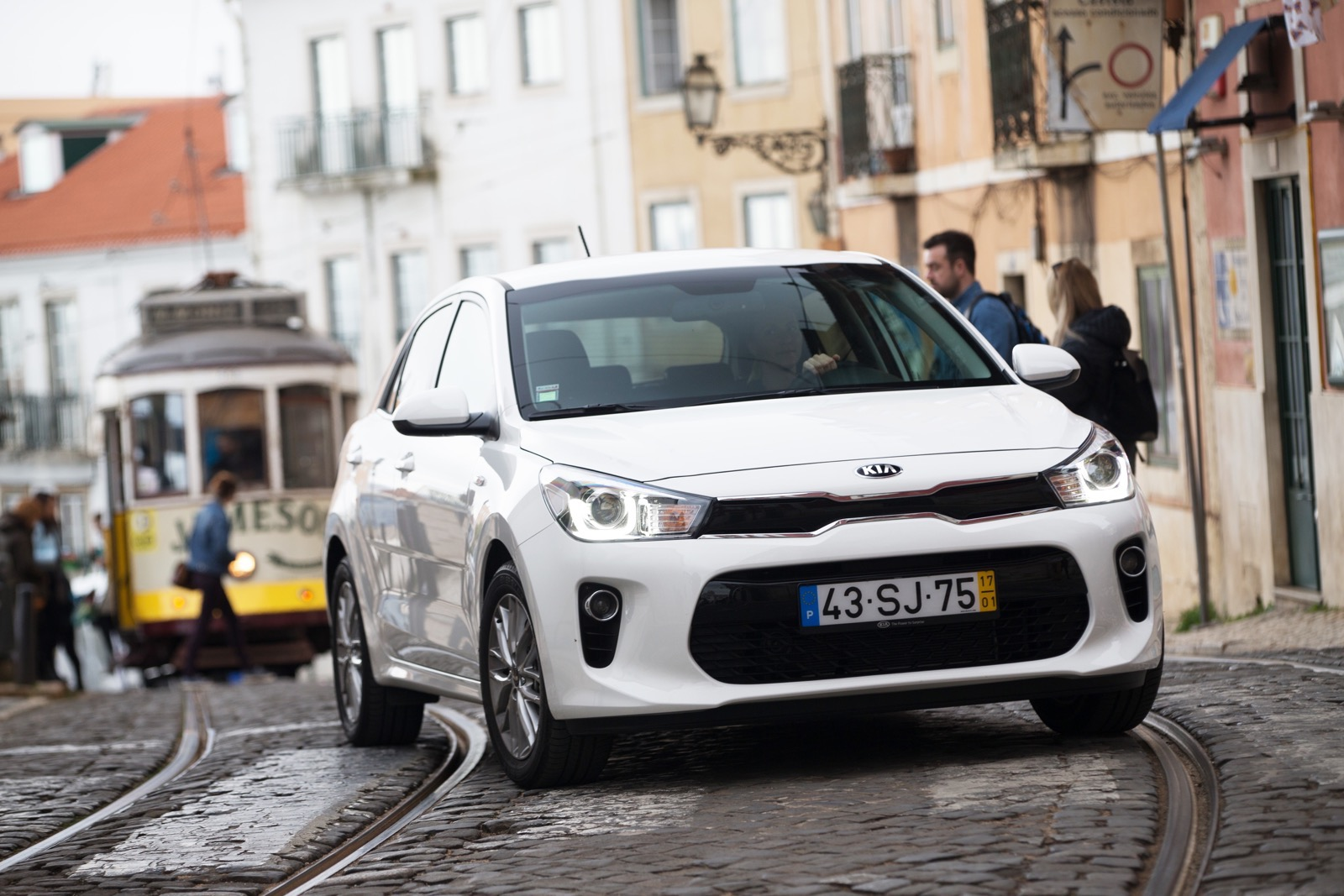 First_Drive_Kia_Rio_white_16
