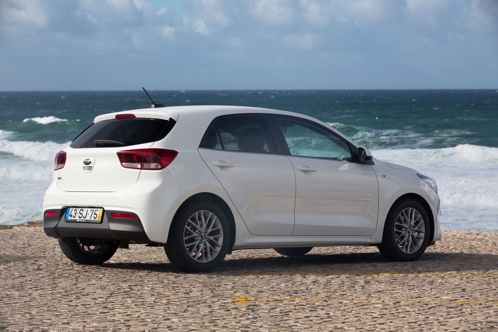 First_Drive_Kia_Rio_white_18