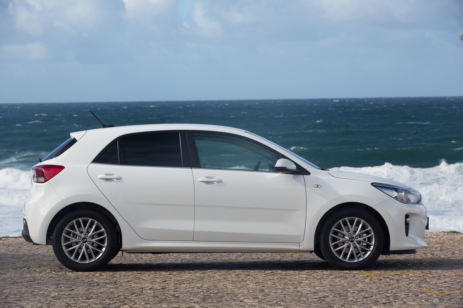 First_Drive_Kia_Rio_white_19