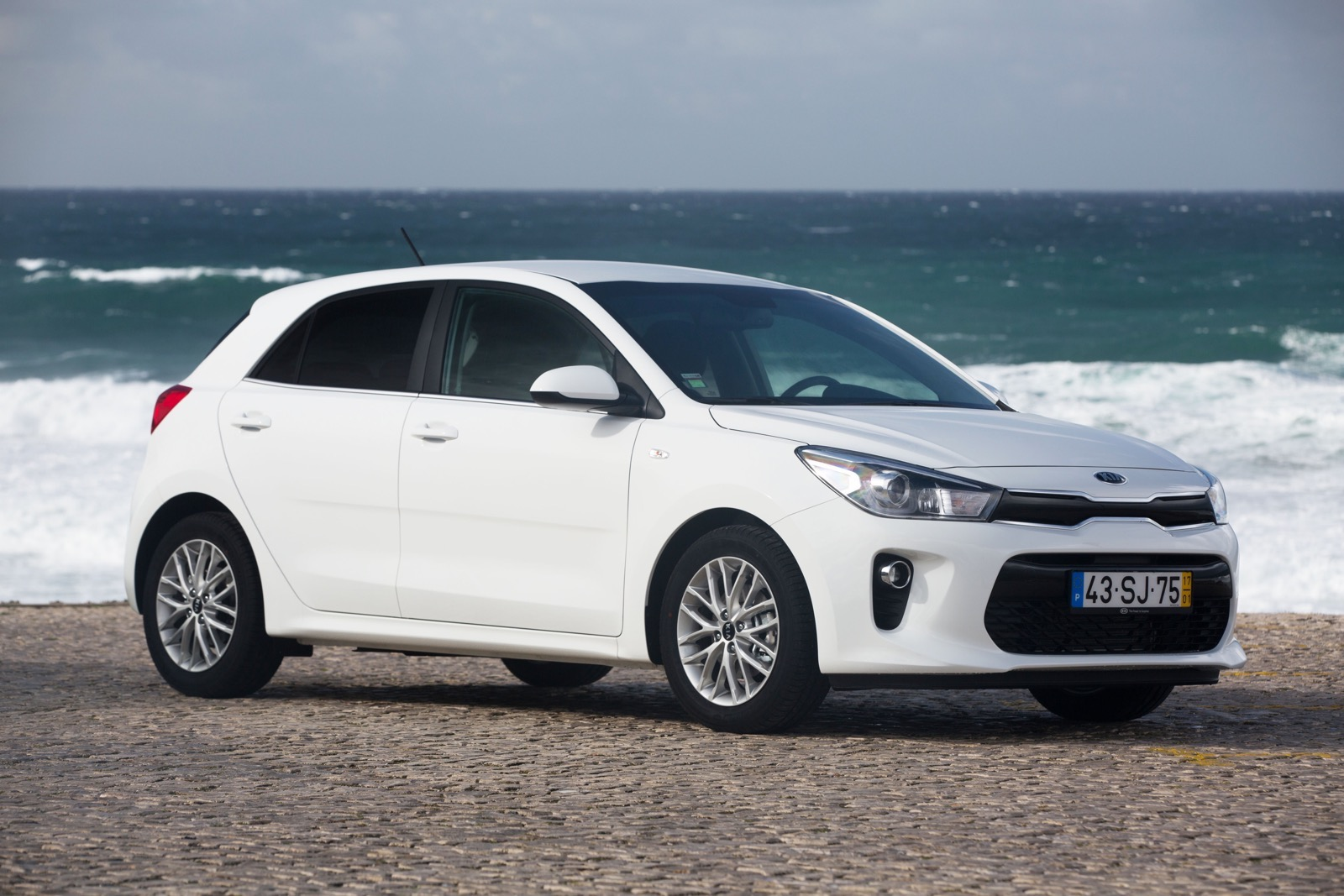 First_Drive_Kia_Rio_white_20