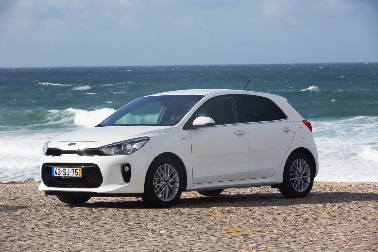 First_Drive_Kia_Rio_white_22