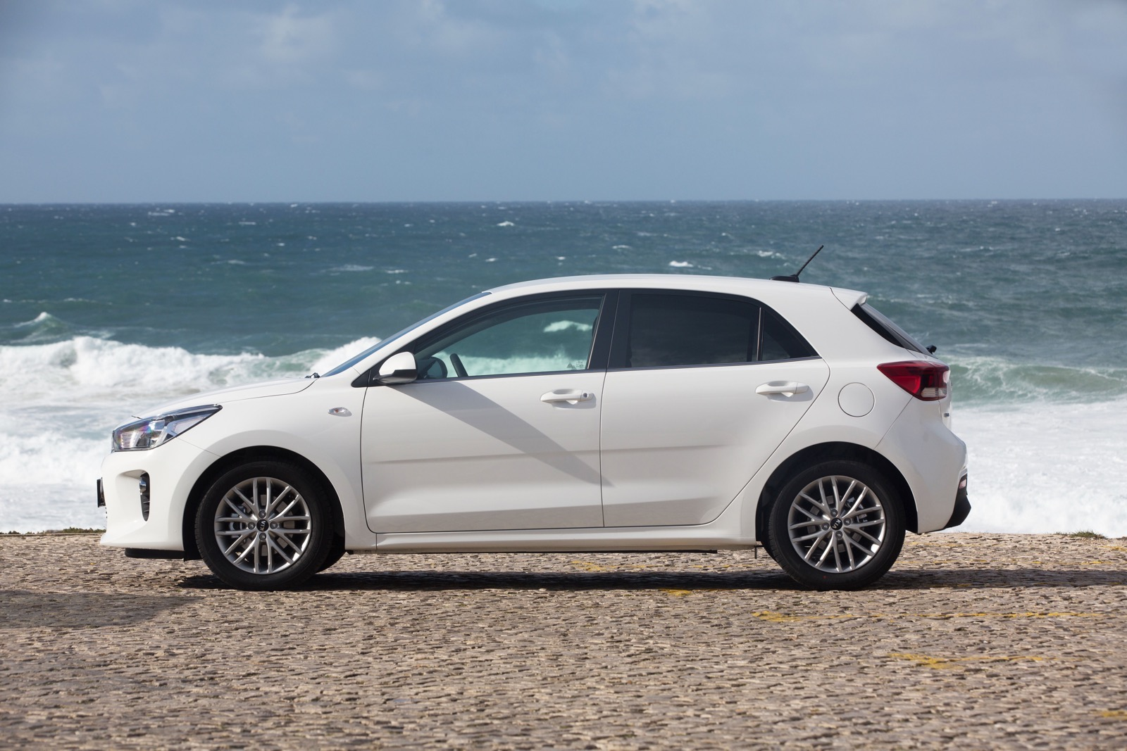 First_Drive_Kia_Rio_white_23
