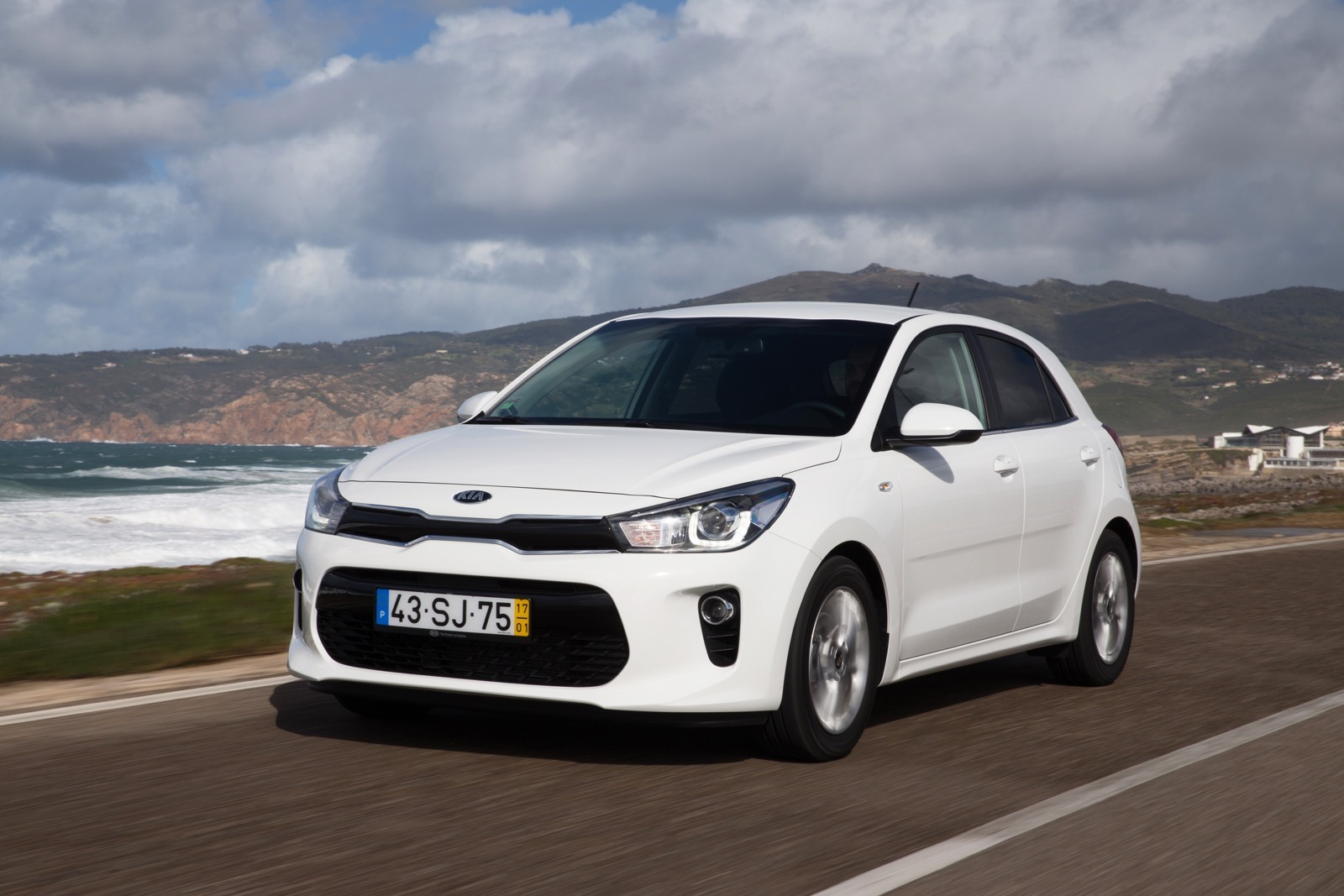 First_Drive_Kia_Rio_white_25