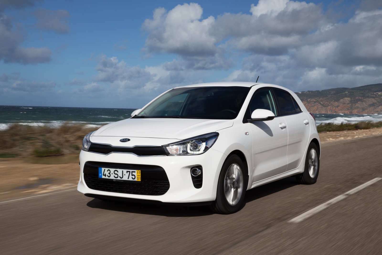 First_Drive_Kia_Rio_white_26