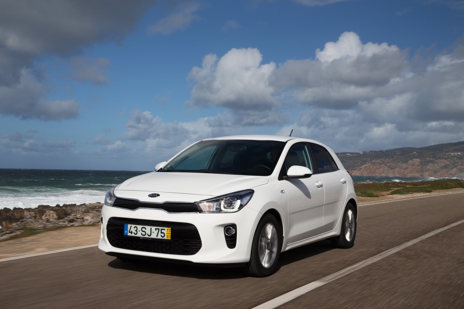 First_Drive_Kia_Rio_white_27