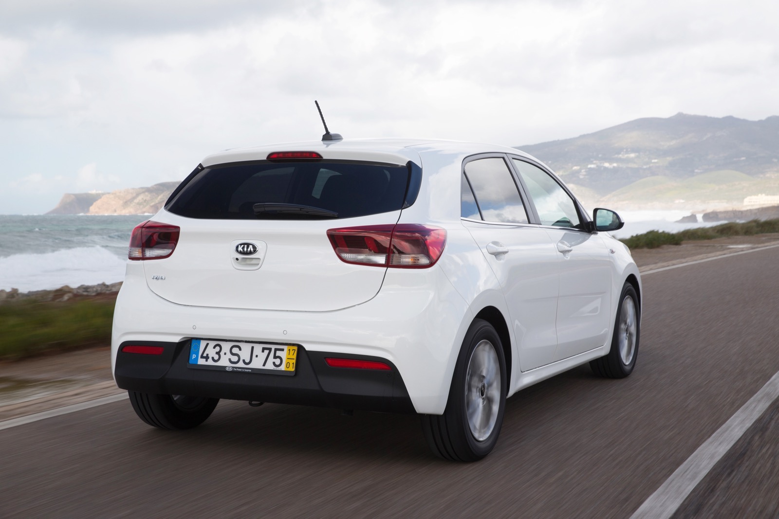 First_Drive_Kia_Rio_white_28