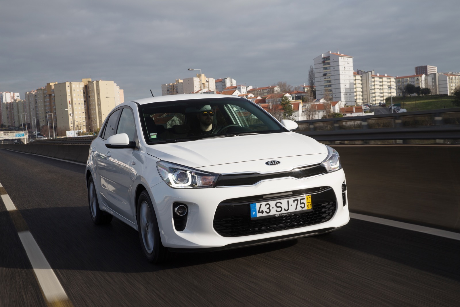 First_Drive_Kia_Rio_white_29