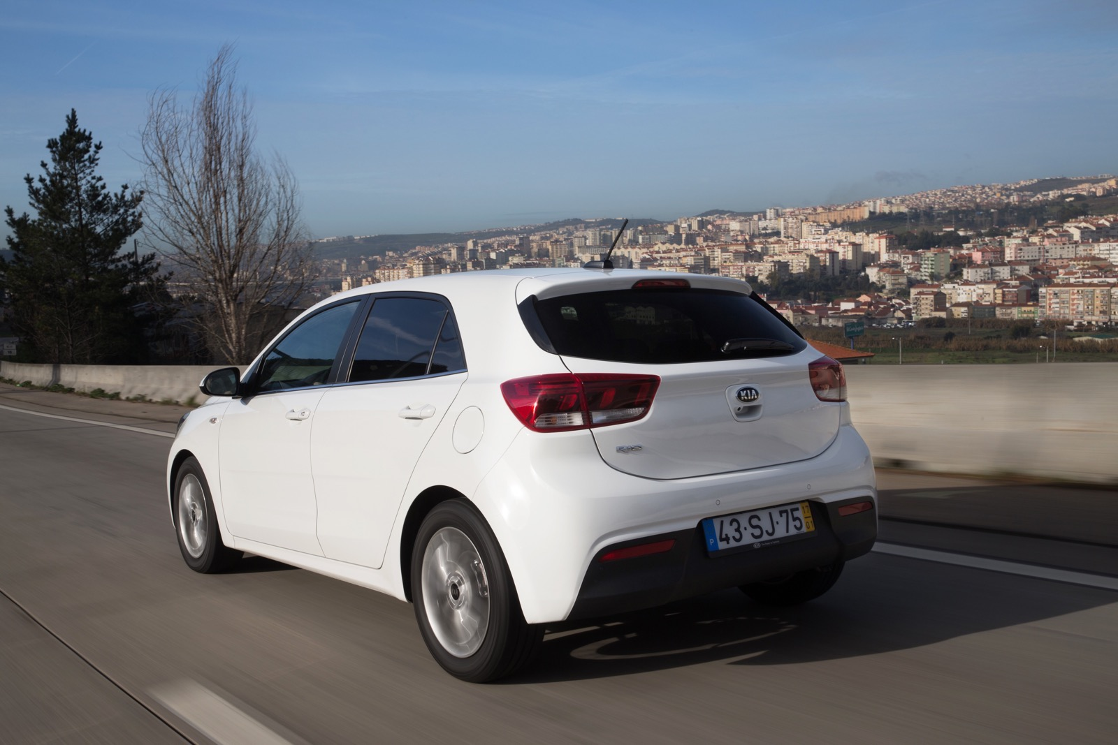 First_Drive_Kia_Rio_white_30