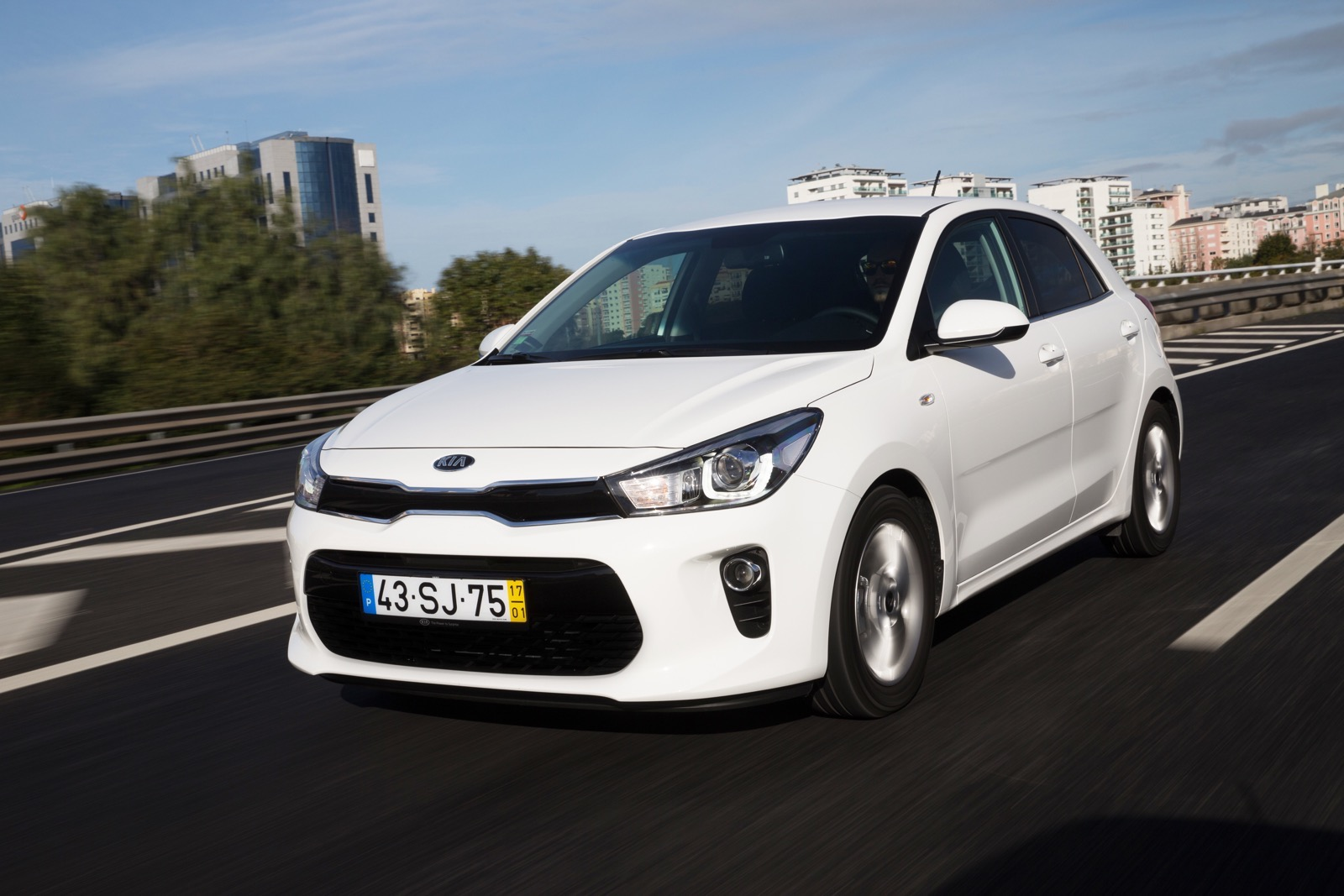 First_Drive_Kia_Rio_white_31