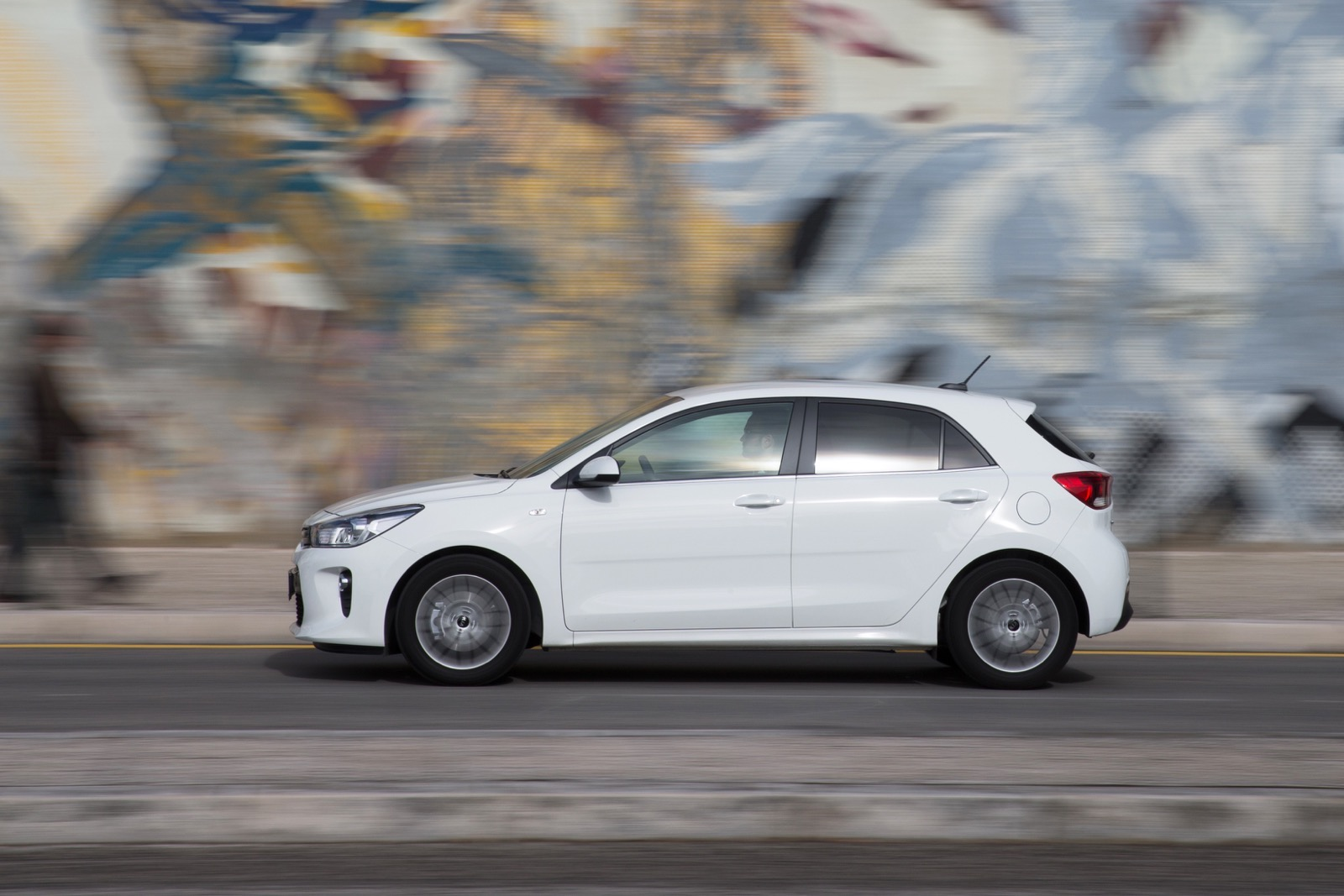 First_Drive_Kia_Rio_white_32