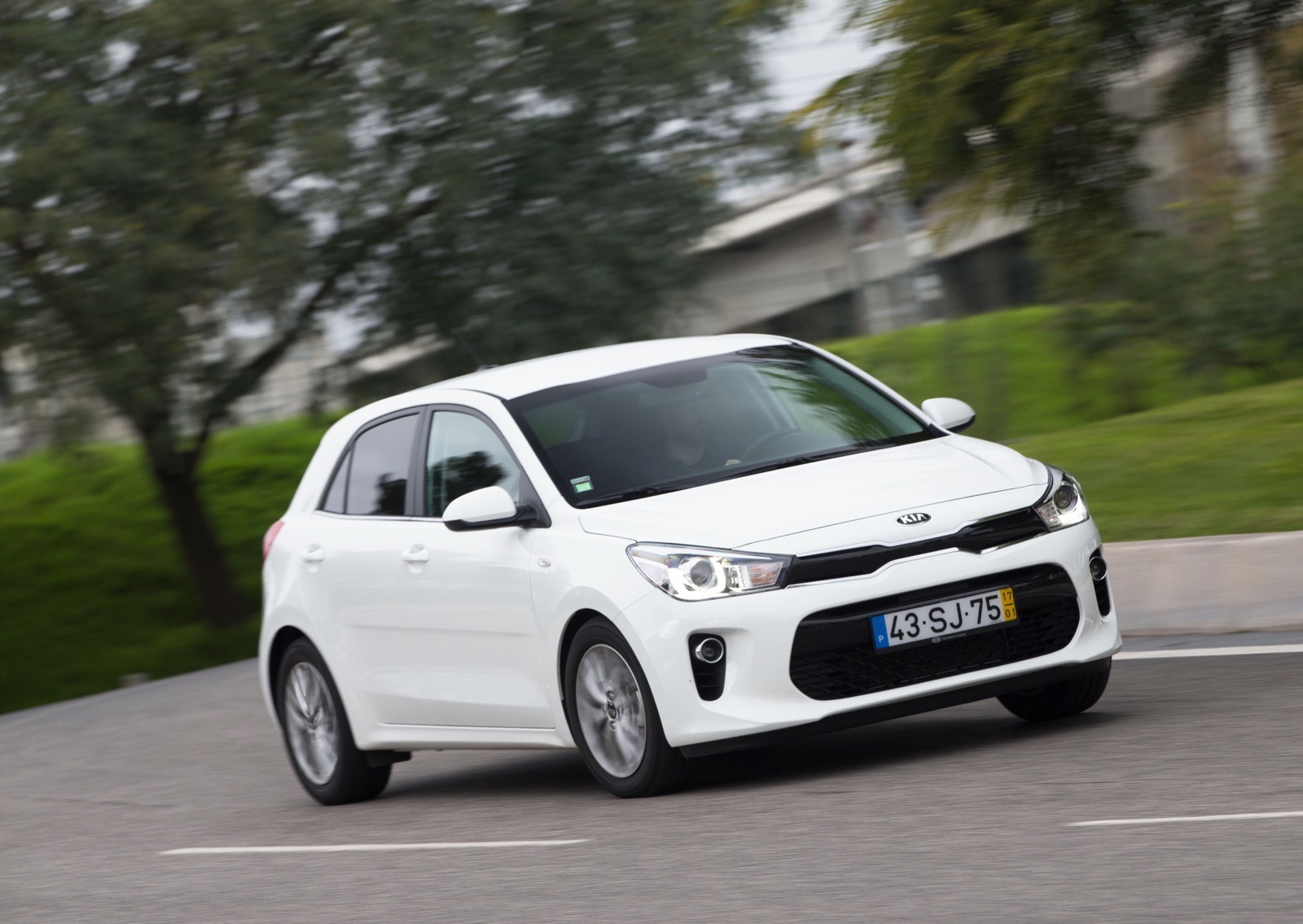 First_Drive_Kia_Rio_white_33