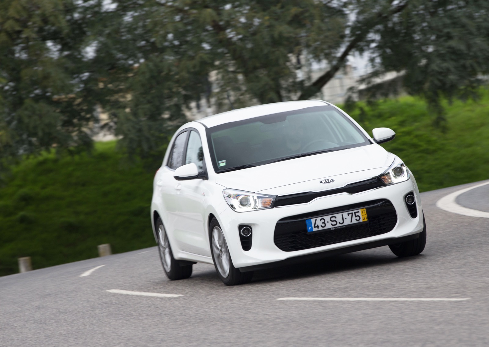 First_Drive_Kia_Rio_white_34