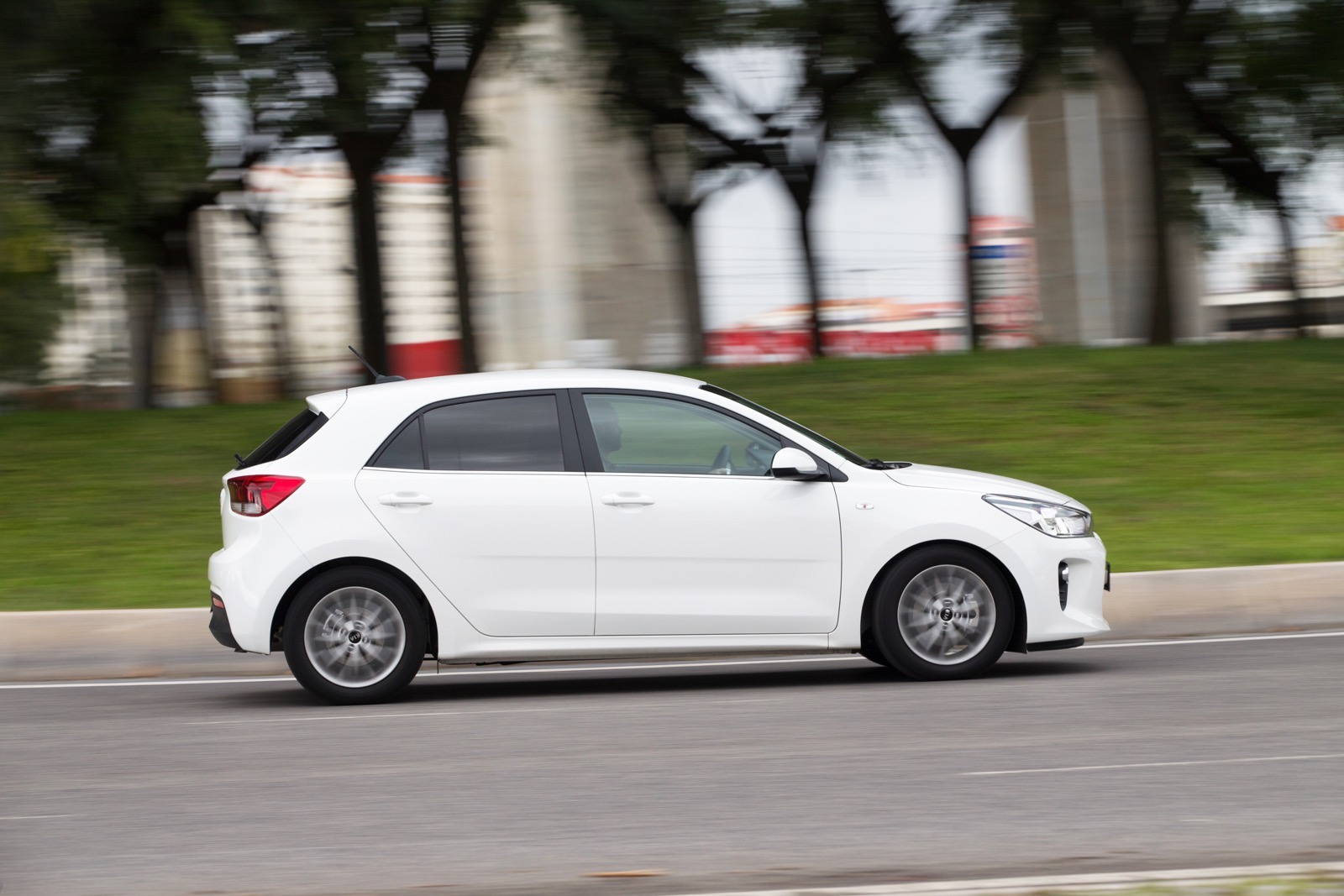 First_Drive_Kia_Rio_white_35