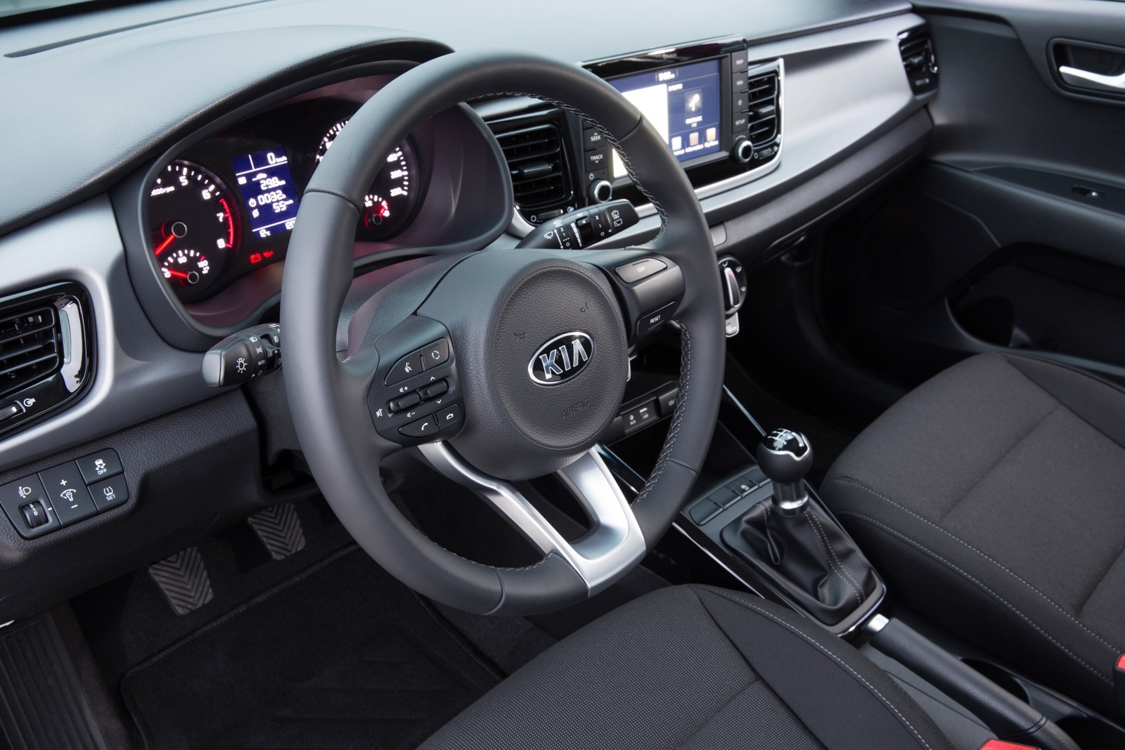First_Drive_Kia_Rio_white_43