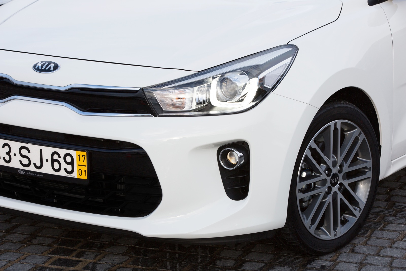 First_Drive_Kia_Rio_white_76