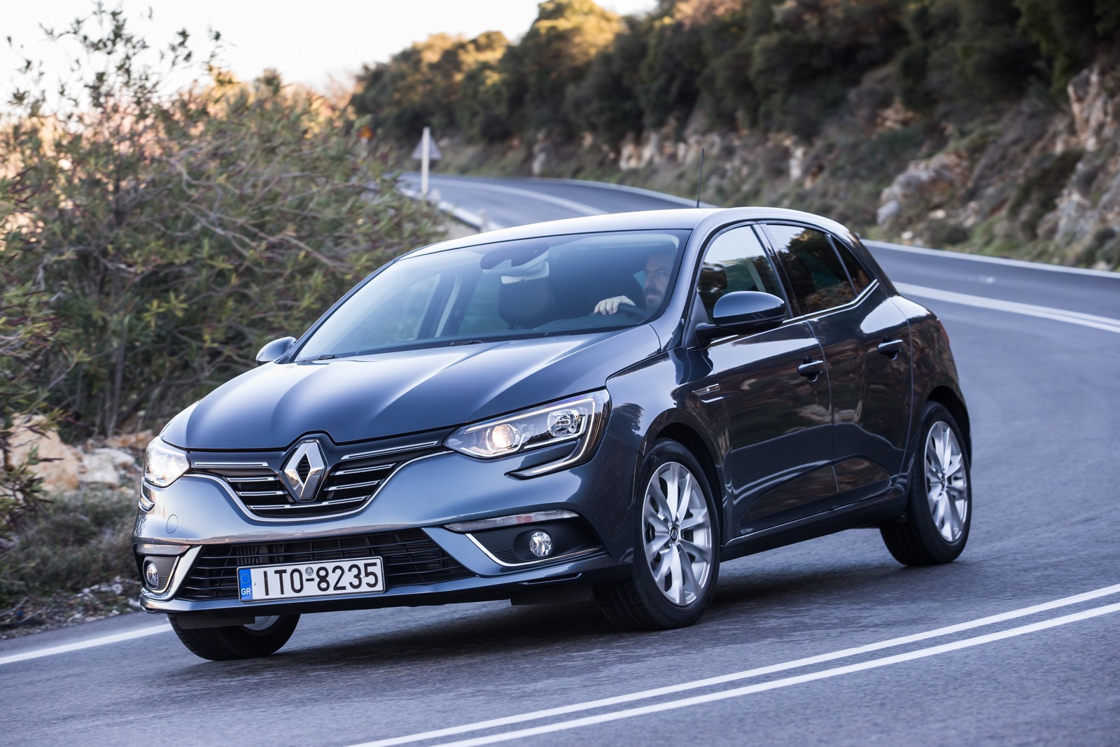 First_Drive_Renault_Megane_63