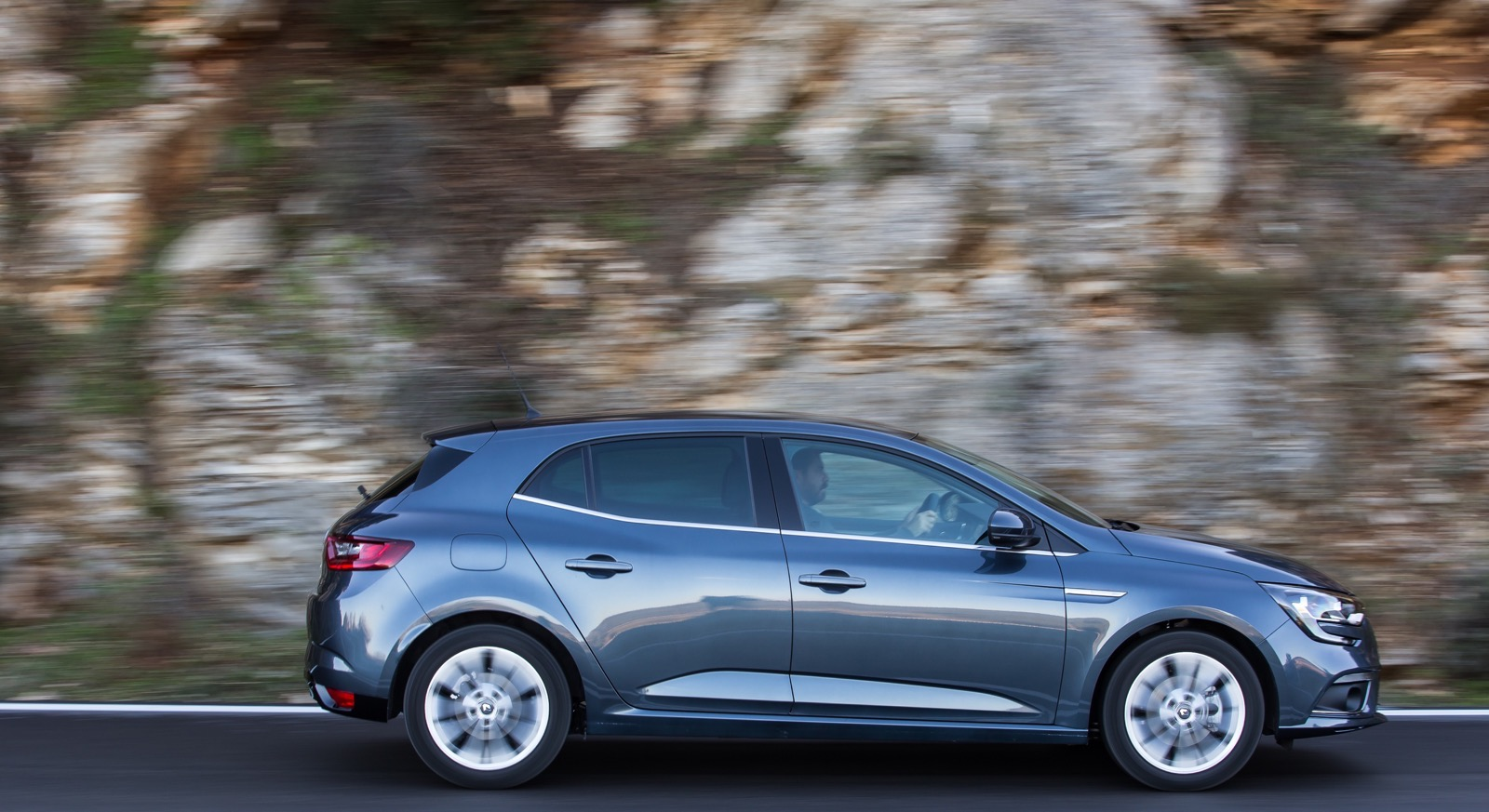 First_Drive_Renault_Megane_74