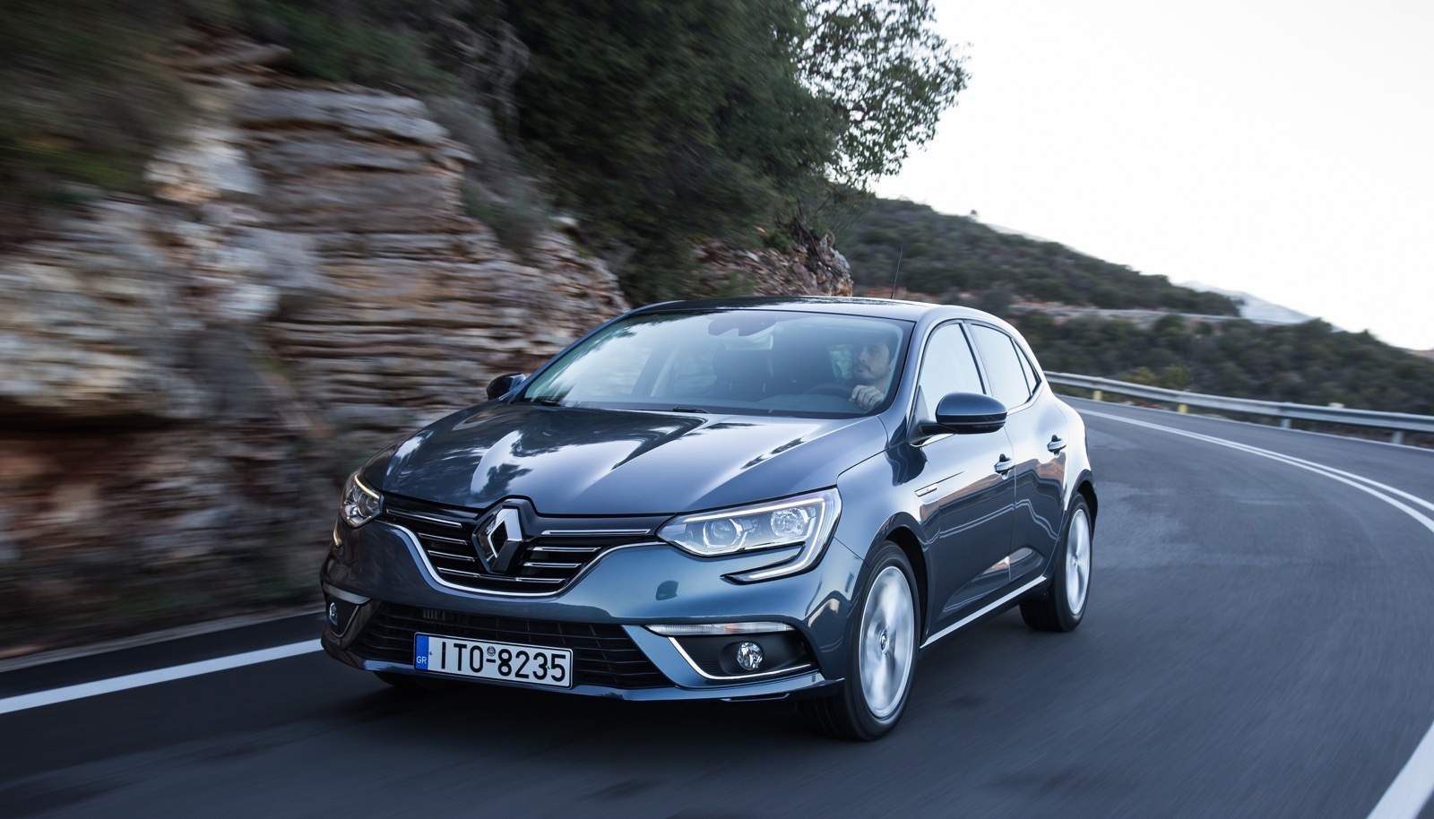 First_Drive_Renault_Megane_80